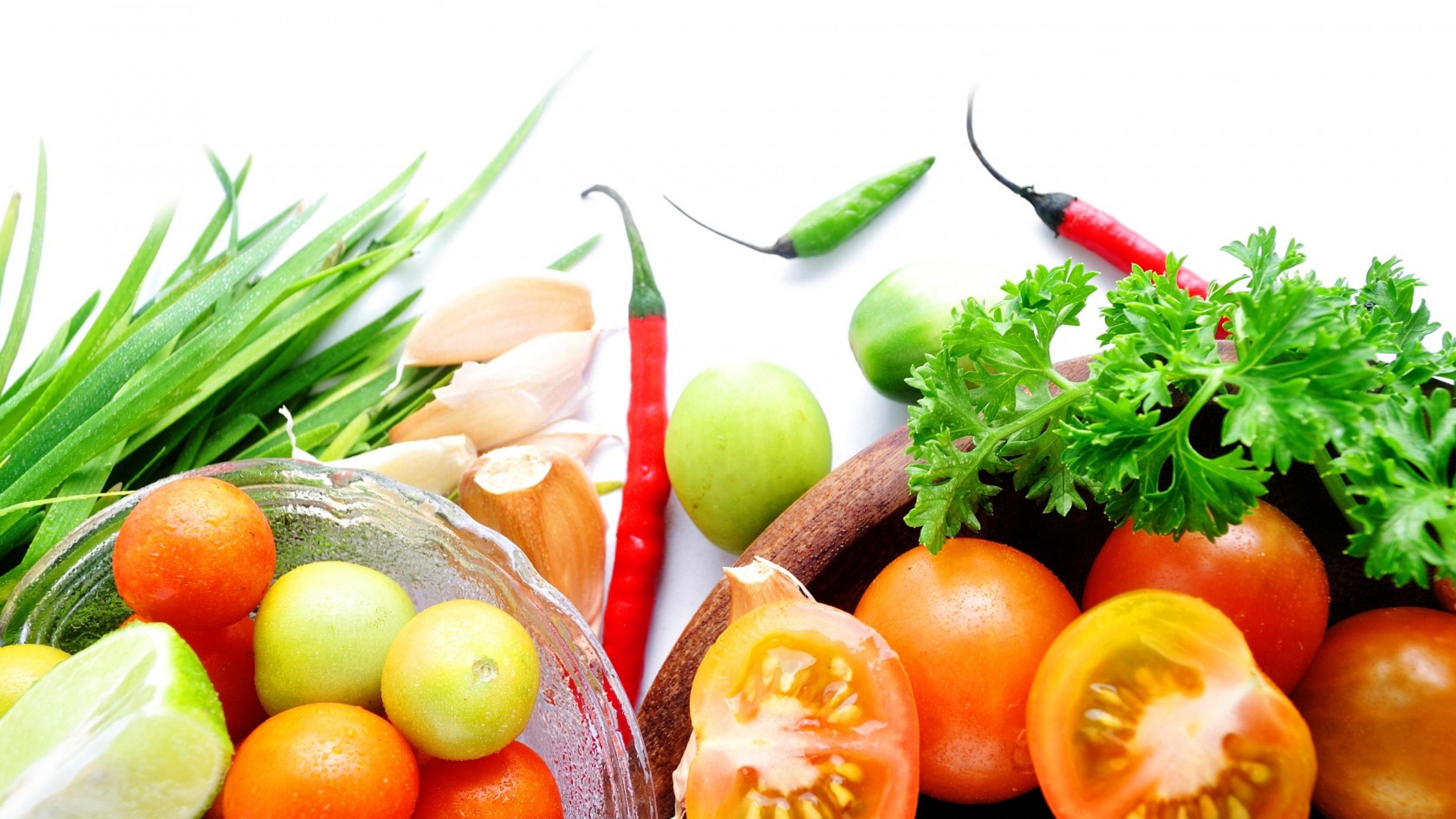 Овощи в тарелке загрузить